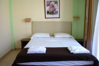 accommodation agnanti suites bedroom
