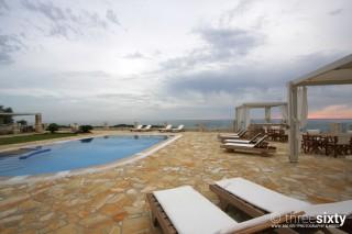 facilities agnanti suites pool