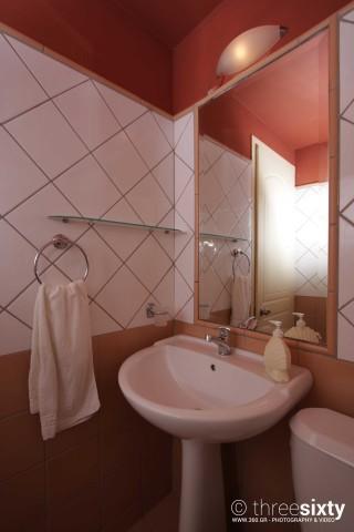 quadruple room agnanti suites bathroom