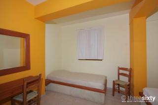 quadruple room agnanti suites bed