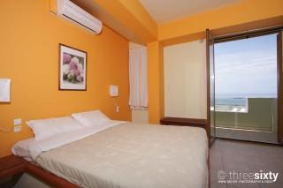 quadruple room agnanti suites bedroom