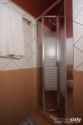 quadruple room agnanti suites shower